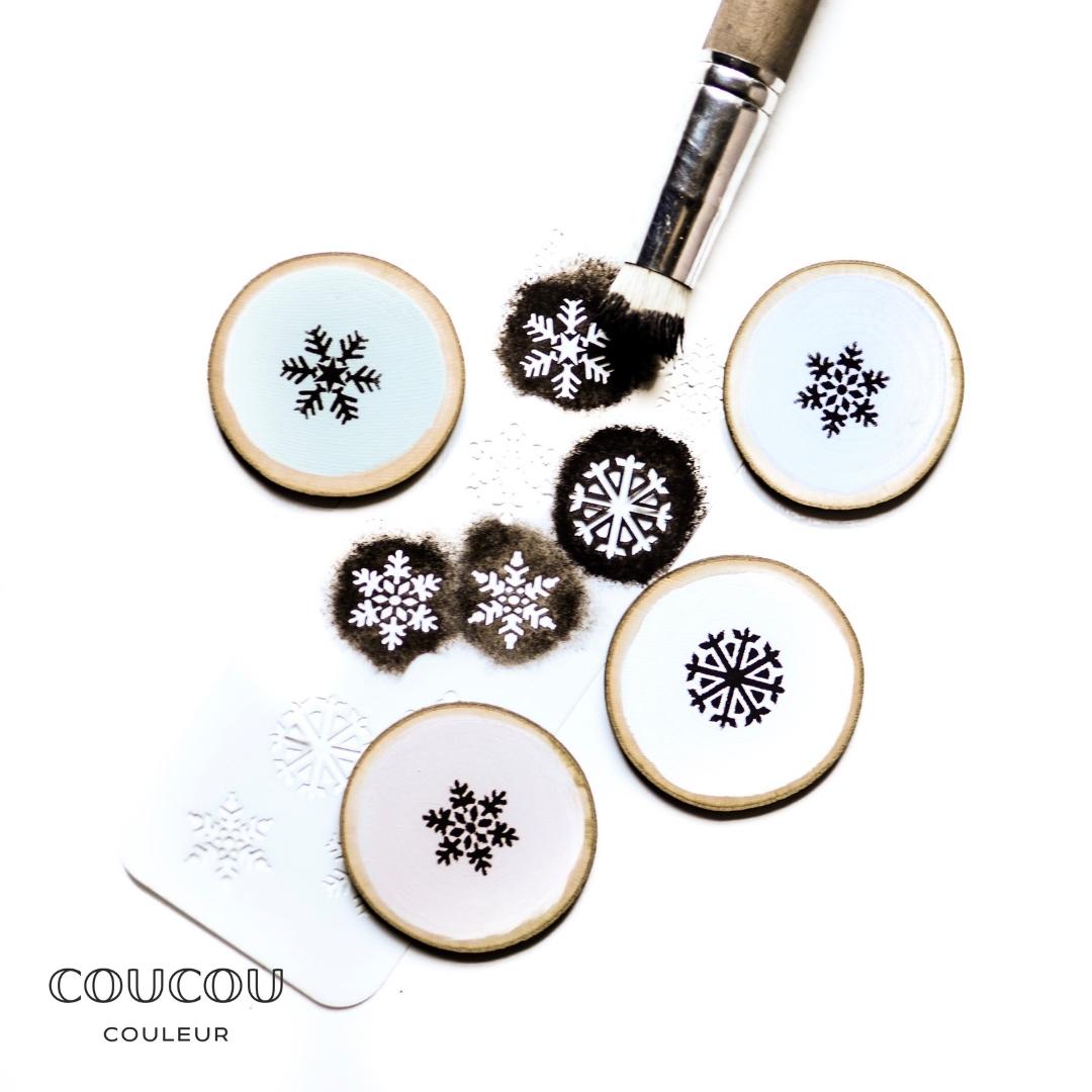 Weihnachtsdeko-mit-Kreidefarbe-und-Schablonen-Coucou-Couleur