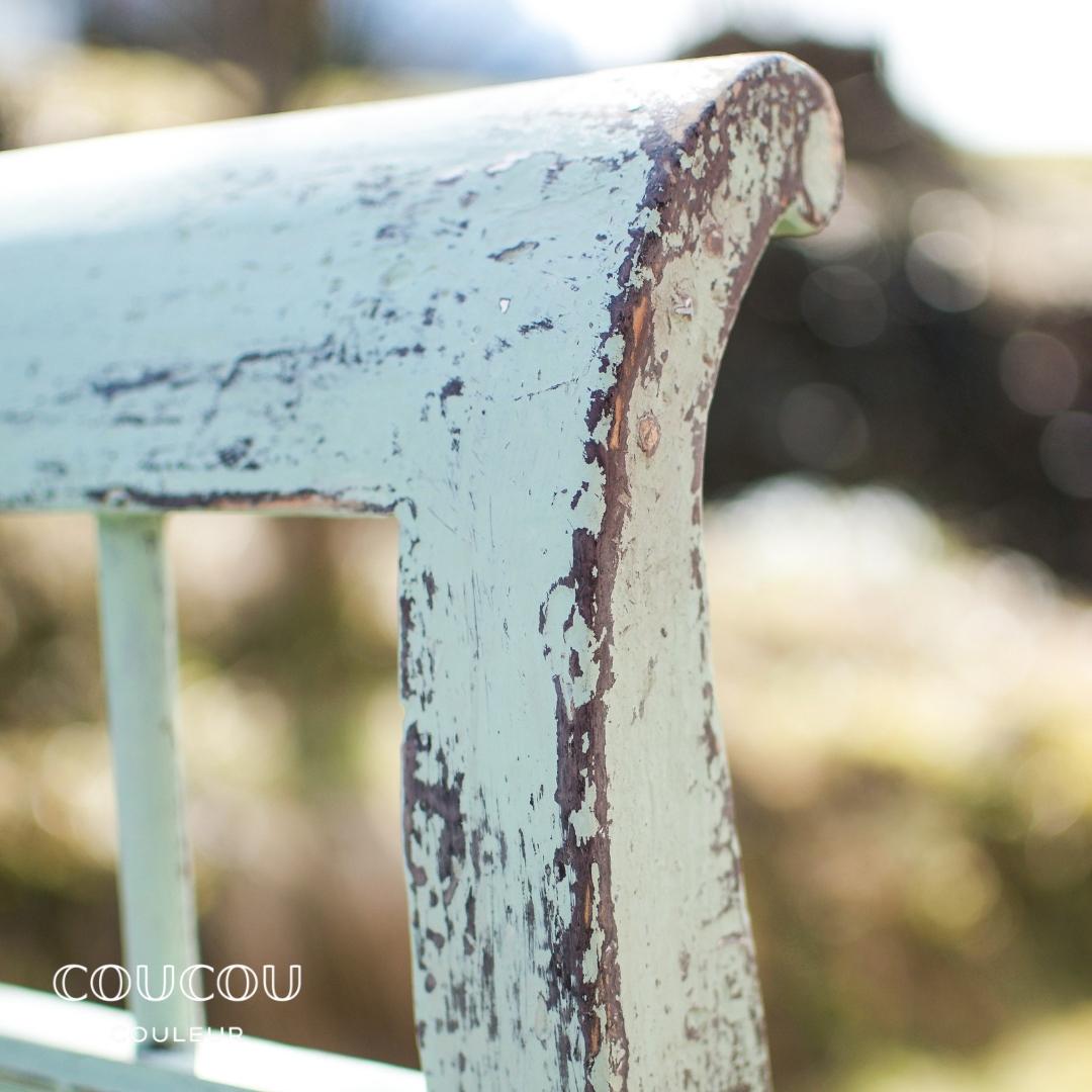 Gartenmobel-streichen-mit-Patina-Coucou-Couleur-Kreidefarbe